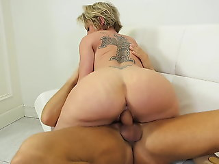 squirting Dee.. blowjob